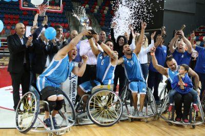 ספורטאים בכיסא גלגלים במעמד הנפת גסיע